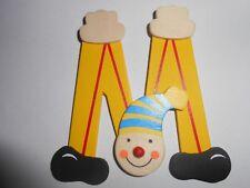 Lettre prenom de porte clown en bois M jaun, décoration de porte jeu et jouets**