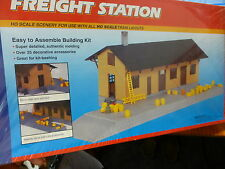 Life Like HO #433-1353 Freight Station (Building kit We Combine Ship)