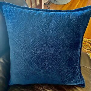 "1 soft Pottery Barn Washed Velvet Pillow Cover 24""x24"" blue Circular Pattern"