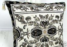 Dekokissen, Prunkkissen *Glamour black*, pompös perlenbestickt, ein Kunstwerk