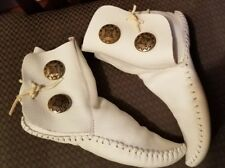 TAOS MOCCASINS White Leather Soft Sole Size 4 Silver Embellishment  Vintage shoe