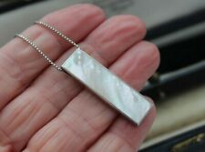 STERLING SILVER MOTHER OF PEARL PENDANT ON STERLING BOX CHAIN