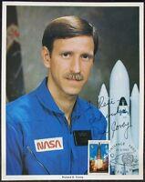 s1384) Raumfahrt Astronaut Richard O. Covey - NASA Photo Autograph UNISPACE 1982