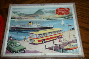 Vintage 'Victory' plywood Jigsaw Puzzle - A Busy Quayside
