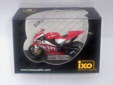 IXO YAMAHA YZR-M1 C. CHECA MOTO GP 2004 1:24 SCALE