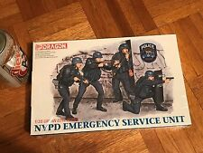 [NYPD] NEW YORK POLICE EMERGENCY SERVICE UNIT, PLASTIC MODEL FIGURES, Scale 1:35