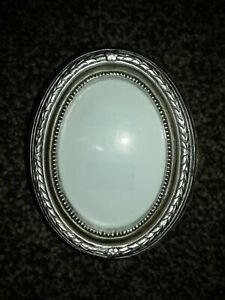 Oval Photo Frame Antique Style Metallic Finish Very Good Condition