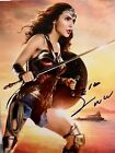 Gal Gadot signed 8 X 10 photo~~Really Great Photo Super Hot~~New Item