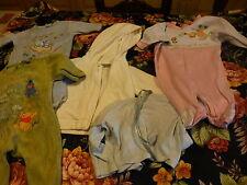 lot 5piéces 1mois bébé , gros poupon ,3grenouilléres ,veste capuchon et brassiér