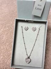 womens heart pendant necklace and matching stud earings nwt