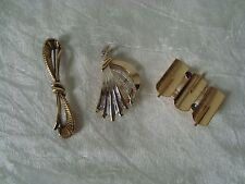 Lot trois broches