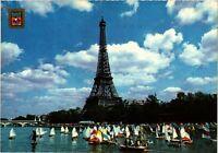 CPM PARIS - La Tour Eiffel et la Seine (216821)