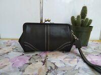 Coach Soho Kisslock Black Leather Framed Wristlet Clutch Purse Cosmetic Wallet