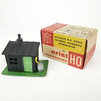 RARE VINTAGE HO ARISTOCRAFT DIECAST PERMANENT CABIN - TRACKSIDERS In BOX