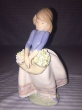 "Lladro Retired Figurine #05467 - ""May Flowers"""