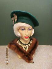 c08c713cfde 1940S LADIES BOTTLE GREEN FELT HAT WITH GREEN   BEIGE BOW DECORATION