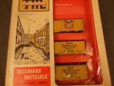 HO TRAIN MINIATURE 8700 BEER DISTRIBUTORS BILLBOARD NOSTALGIA REEFER 3-PACK KIT
