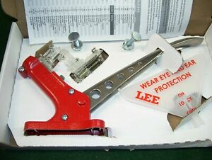 Lee 90700 Auto Bench Priming Tool With Lee 90198 Shell Holder Set