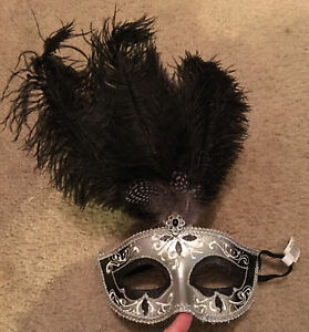 Halloween Deluxe Masquerade Mask Black/Silver With Feathers