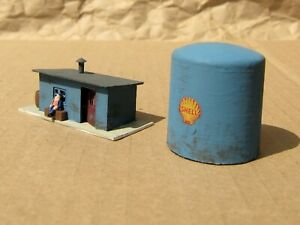 SHELL FUEL TANK & SHANTY with FIGURE ~ Mayhayred Trains N Scale Lot