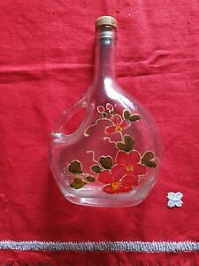 Bottiglia in vetro con manico decorata a mano