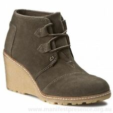 NEW TOMS Desert Crepe Wedge Ankle Boots Tarmac Olive Suede Sz 12