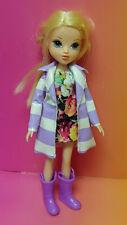 2009 BRATZ Girlz Moxie Doll Girl Figure MGA Clothes Shoes Blonde Hair Raincoat