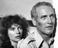 Jacqueline Bisset and Paul Newman UNSIGNED photo - L5306 - When Time Ran Out