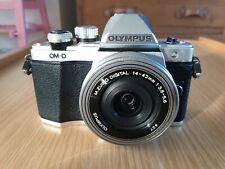 Olympus OM-D E-M10 sistema compatto Mark II macchina fotografica con lenti 14-42 EZ 4-Argento