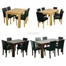 Set di tavoli e sedie moderni in legno