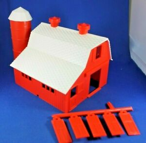 Plasticville - #45932 Dairy Barn - COMPLETE - Never Used