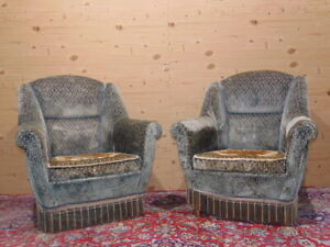 1950s Italian velvet armchairs with embroidered cushion