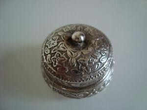 Kleine Silberdose / Tabatiere mit floralem Muster