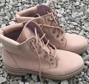 Womens GUESS boots Size 7.5
