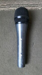 Sennheiser e835 microphone with pouch