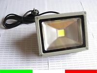 FARO LED DA ESTERNI 20w COME 160w LUCE BIANCO CALDO FARETTO IP65 IMPERMEABILE