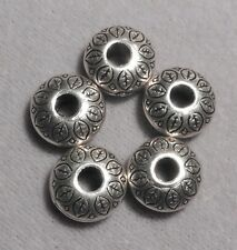 5 x Leaf patterned flat discs.Bronze coloured Spacer Beads    (1923)