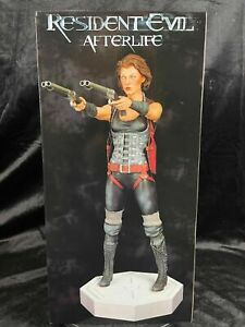 """HOLLYWOOD COLLECTIBLES GROUP CAPCOM RESIDENT EVIL AFTERLIFE """"ALICE STATUE FIGURE"""