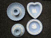 X4 WEDGWOOD JASPER WARE ITEMS blue / white candlesticks & plates