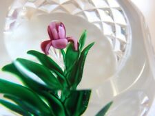 RAY BANFORD MULTIFACETED PAPERWEIGHT OF PINK FLOWER W/GREEN LEAVES MINT
