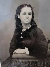 ANTIQUE AMERICAN VICTORIAN FASHION DRESS PLANE JANE TINT RED LIPS TINTYPE PHOTO