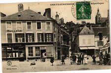 CPA   Chateaurenard (Loiret) - Place de la République (228167)