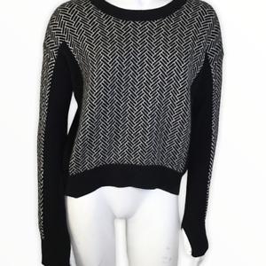 Lululemon Sweater Black White Long Sleeve Hi Low FLAW HOLE See Photos Small