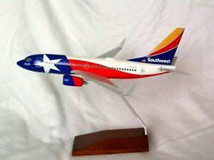 SOUTHWEST AIRLINES LONESTAR  737-700 1:130 DESK MODEL SKYMARKS - EXECUTIVE