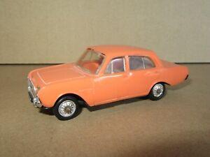 375 Vintage Norev Plastique 43 France Ford Taunus 17M Orange 1:43