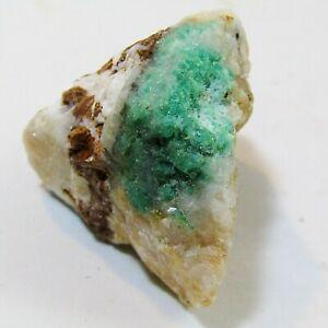 Émeraude brute sur sa matrice de quartz. Colombie. 75 grs