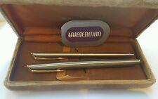Ensemble stylo à plume or 18k et stylo à bille plaqué or Waterman. Réf A333.