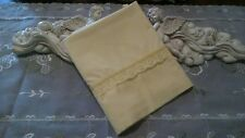 COUNTRY COTTAGE BEAUTIFUL SOLID YELLOW & LACE STANDARD SIZE PILLOWCASE - NEW