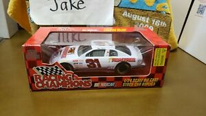 NIB MIKE SKINNER #31 REALTREE NASCAR STOCK CAR 1/24 RACING CHAMPIONS MONTE CARLO
