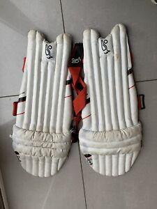 mens cricket batting pads. Retail Price £34.99